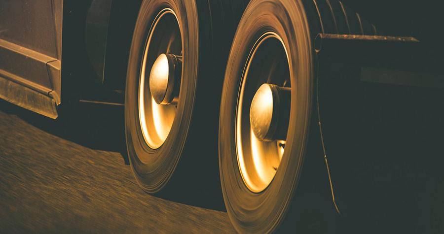 3 grandes erros que resultam no desgaste excessivo dos pneus do caminhão