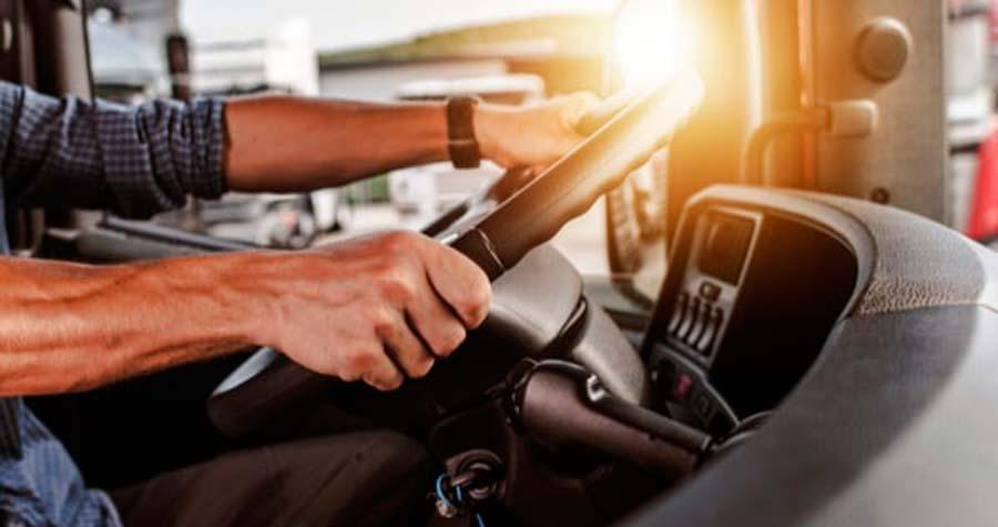 Direção defensiva: 5 dicas para o motorista de caminhão aplicar e reduzir riscos nas estradas hoje mesmo